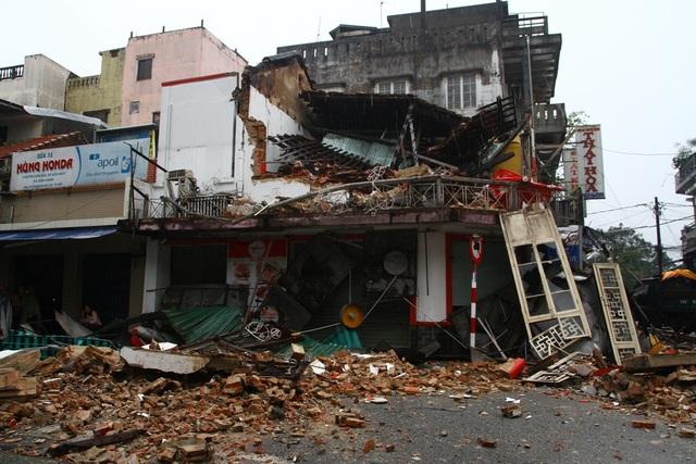 Hiện trường kinh hoàng nơi ngôi nhà cổ đổ sập trong đêm - 7