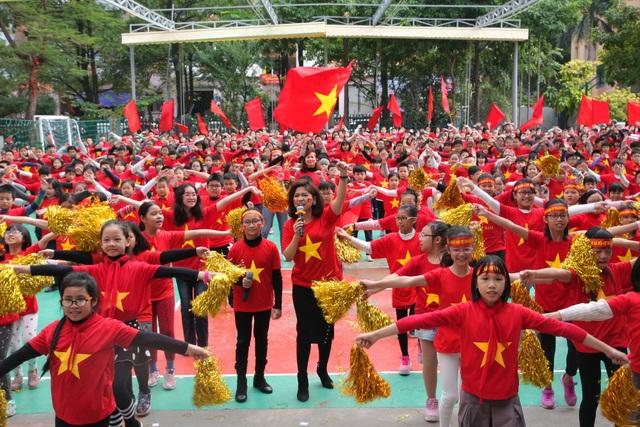 Màn nhảy dân vũ thu hút 1.500 học sinh tham gia.