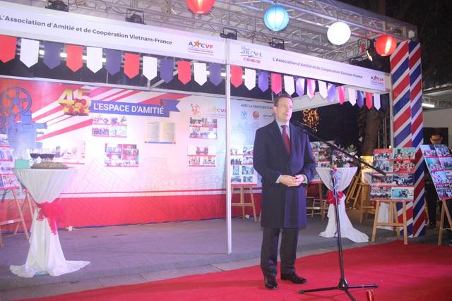 """""""Trong 3 ngày lễ hội, chúng tôi sẽ giới thiệu với quý vị văn hóa Pháp với những sản phẩm của Pháp và con người Pháp. Mong muốn của chúng tôi là làm cho khách tham quan cảm thấy như đang được đi du lịch Pháp mặc dù vẫn ở Việt Nam"""" Đại sứ Bertrand Lortholary nói."""