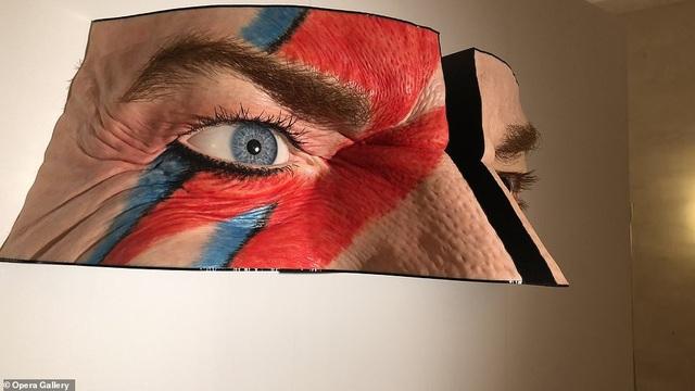 """Một tác phẩm khác của nghệ sĩ điêu khắc Valter Adam Casotto có tên """"Black Star"""" lấy cảm hứng từ ca sĩ nhạc rock quá cố David Bowie."""