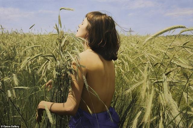 Hiện tại tranh của Yigal Ozeri đã được trưng bày tại phòng tranh ở nhiều quốc gia như Tây Ban Nha, Trung Quốc, Hà Lan.