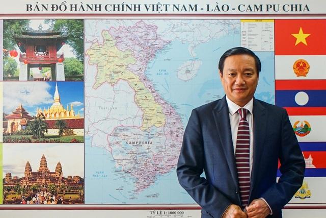 Đại sứ đặc mệnh toàn quyền Việt Nam tại Lào Nguyễn Bá Hùng