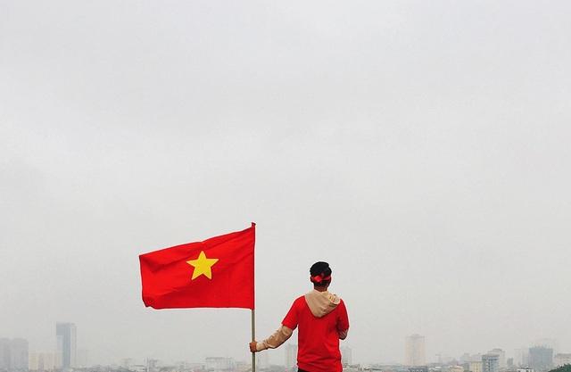 MV được quay trong thời tiết giá lạnh, mưa phùn ở thành phố Vinh (Nghệ An)