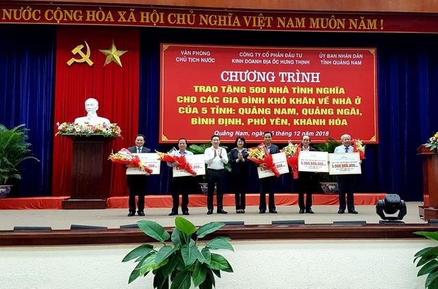 Phó Chủ tịch nước trao tặng 500 ngôi nhà tình nghĩa đến các hộ chính sách ở các tỉnh miền Trung