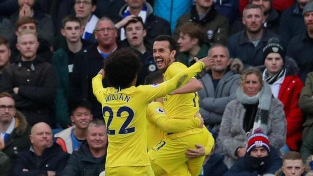Các cầu thủ Chelsea ăn mừng bàn thắng