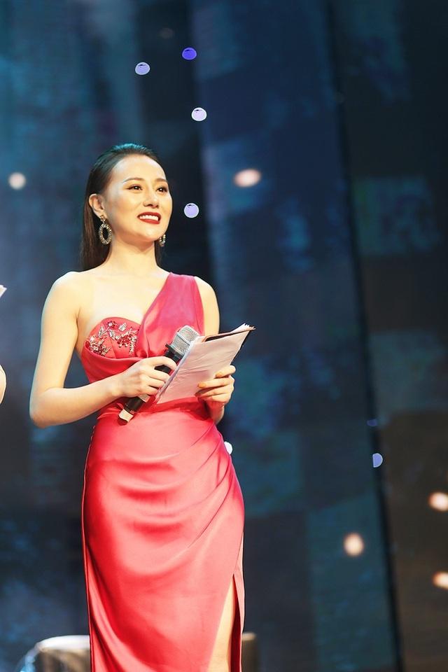 Diễn viên Phương Oanh góp mặt trong chương trình với vai trò MC khách mời. Sau thành công của bộ phim Quỳnh búp bê, nữ diễn viên nhận được nhiều sự yêu mến của các bạn khán giả trẻ