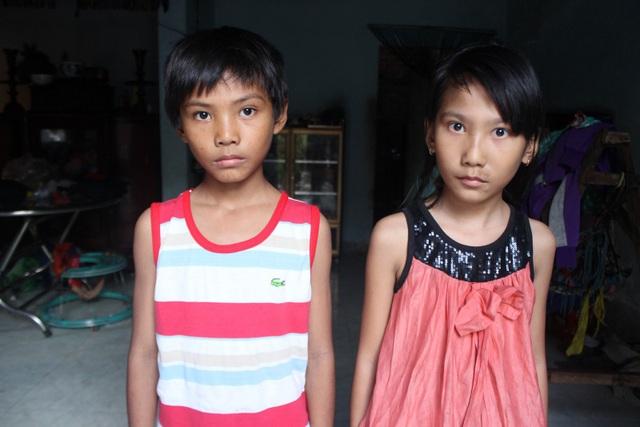 2 cháu Thảo và Xuân đang theo học tại một trường ở địa phương