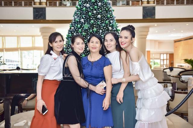 4 chị em gái Sang Lê đều thừa hưởng nét đẹp và chiều cao của bố mẹ.