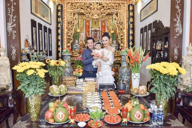 Hai vợ chồng Sang Lê đều rất thích cùng nhau chăm con và cho bé ăn. Quan điểm của hai vợ chồng là không ép con ăn và không quá cầu kì. Sang Lê cho biết, cô và chồng đều tìm hiểu và chắc lọc cách chăm con sao cho phù hợp với con mình nhất, dù đó là kiểu truyền thống hay hiện đại