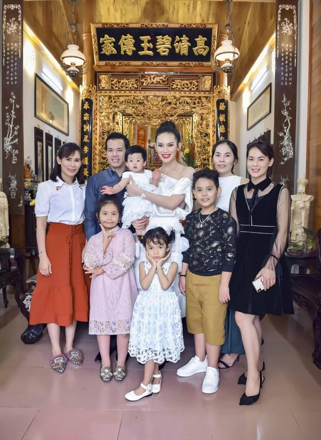 Là một cô gái trẻ mới tốt nghiệp đại học và có nhiều cơ hội tiến xa hơn trong sự nghiệp nhưng Người đẹp được yêu thích nhất Hoa hậu Hoàn vũ Việt Nam 2015 đã quyết định dừng chân tại bến đỗ với tình yêu đầu đời của mình.
