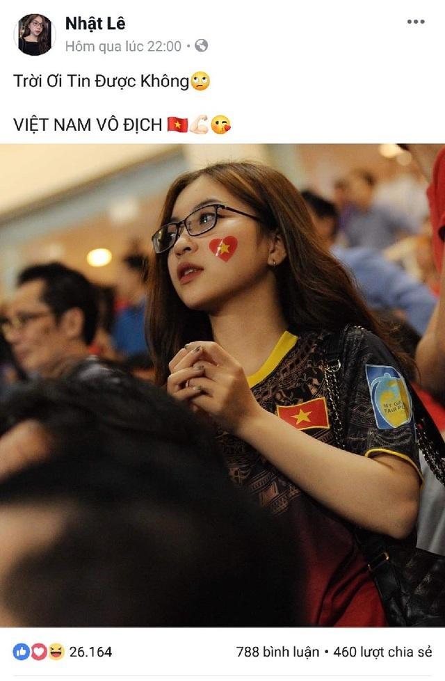 """Bạn gái cầu thủ Quang Hải đăng một bức ảnh có mặt tại sân Mỹ Đình kèm chú thích: """"Trời ơi tin được không! Việt Nam vô địch!""""."""