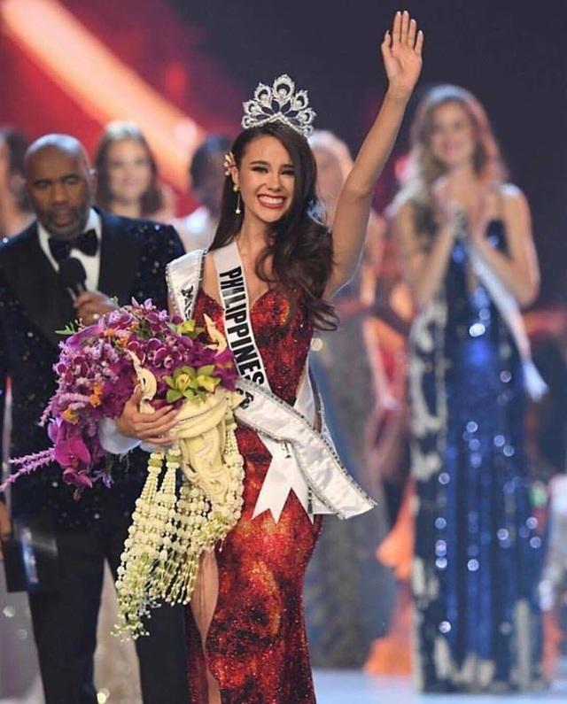 Phút đăng quang ngập tràn hạnh phúc của hoa hậu Catriona Gray