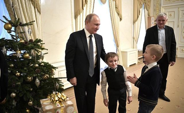 Ngoài thực hiện ước mơ của Palyanov, ông Putin cũng chuẩn bị những món quà đặc biệt cho gia đình cậu bé.