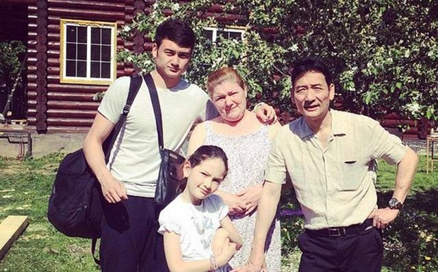 Hiện nay, gia đình Lâm đang sống tại Nga. Bố mẹ anh đều là những nghệ sỹ làm trong lĩnh vực nghệ thuật.