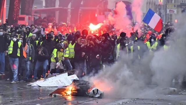 Chính phủ Pháp thừa nhận sai lầm trong ứng phó làn sóng bạo động Áo vàng - 1