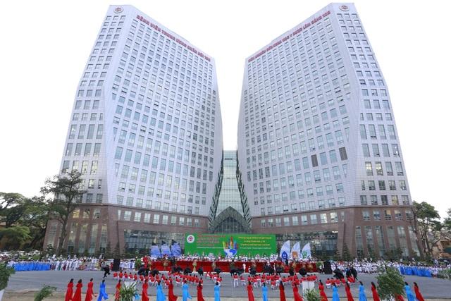 Ngỡ ngàng lạc vào bệnh viện công hiện đại như khách sạn ở Việt Nam - Ảnh 1.
