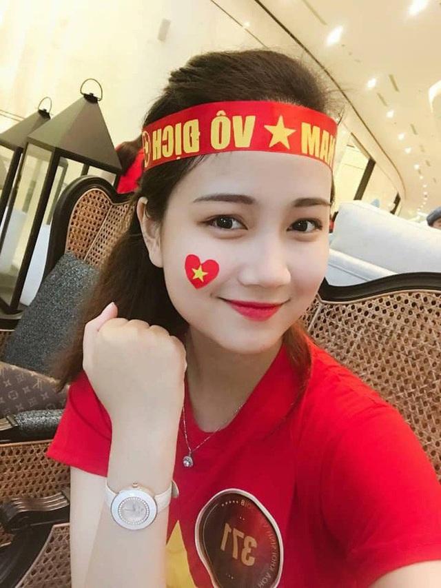Hình ảnh đời thường thể hiện là fan cứng của bóng đá. Suốt những ngày dự vòng chung kết Cuộc thi, Phương Lan cũng hồi hộp dõi theo AFF Cup 2018 và vui mừng với chiến thắng của đội tuyển Việt Nam