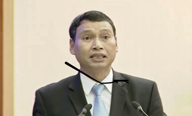 Ông Hồ Kỳ Minh - Phó Chủ tịch UBND TP Đà Nẵng báo cáo tóm tắt tình hình phát triển kinh tế - xã hội, quốc phòng - an ninh của thành phố năm 2018