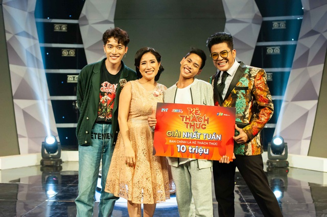 Nghệ sĩ Tấn Thành cùng học trò Tấn Lộc – Kẻ thách thức bộ môn Thăng bằng trên cao đã giành được chiếc vé vào vòng 2 cùng 10 triệu đồng tiền thưởng.