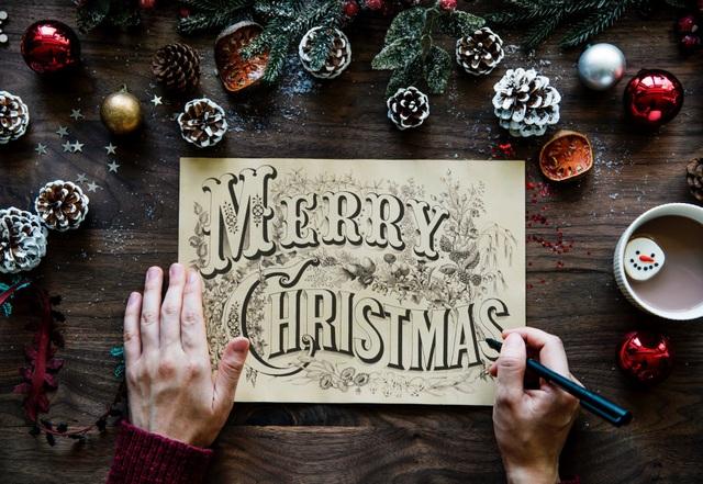 Dù là một tác phẩm ra đời đã hơn một thế kỷ, song những triết lý sống được đại văn hào người Anh Charles Dickens gửi gắm qua tác phẩm Giáng sinh yêu thương vẫn vẹn nguyên giá trị .
