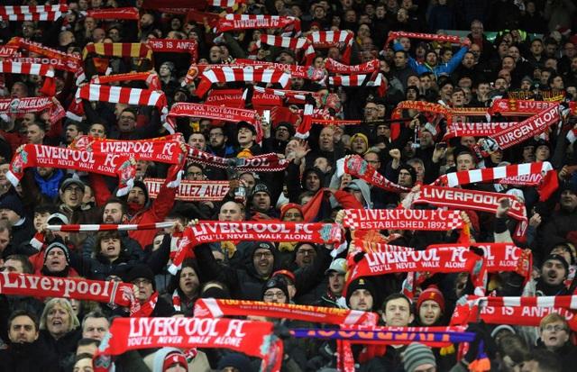 Cổ động viên Liverpool tới sân khá đông đúc để ủng hộ đội nhà