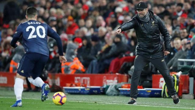 Klopp chỉ đạo học trò thi đấu rất quyết liệt, ông muốn các cầu thủ Liverpool phải ngăn chặn các cầu thủ Man Utd lên bóng từ sớm