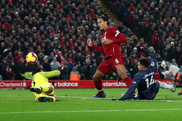 Sai lầm của Alisson ở phút 33 đã mang về bàn gỡ 1-1, người ghi bàn cho Man Utd là Lingard