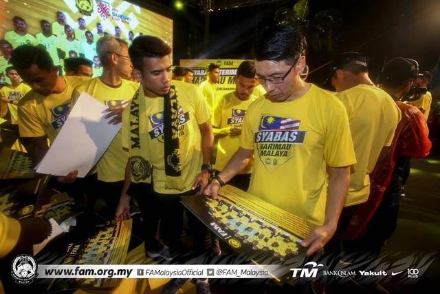 Thất bại trước đội tuyển Việt Nam, Malaysia vẫn được chào đón như người hùng - 9