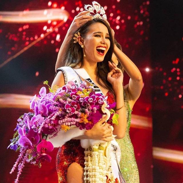 Tân hoa hậu hoàn vũ rạng ngời và quyến rũ ra mắt báo chí sau khi đăng quang - 31