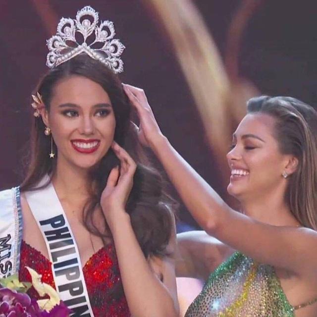 Tân hoa hậu hoàn vũ rạng ngời và quyến rũ ra mắt báo chí sau khi đăng quang - 29