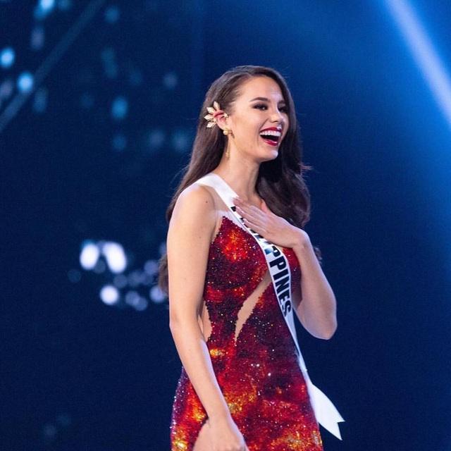 Hoa hậu Catriona Gray hạnh phúc khi trở thành người đẹp chiến thắng tại cuộc thi Hoa hậu Hoàn vũ 2018.