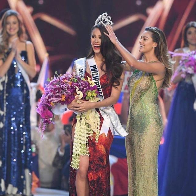 Tân hoa hậu hoàn vũ rạng ngời và quyến rũ ra mắt báo chí sau khi đăng quang - 25