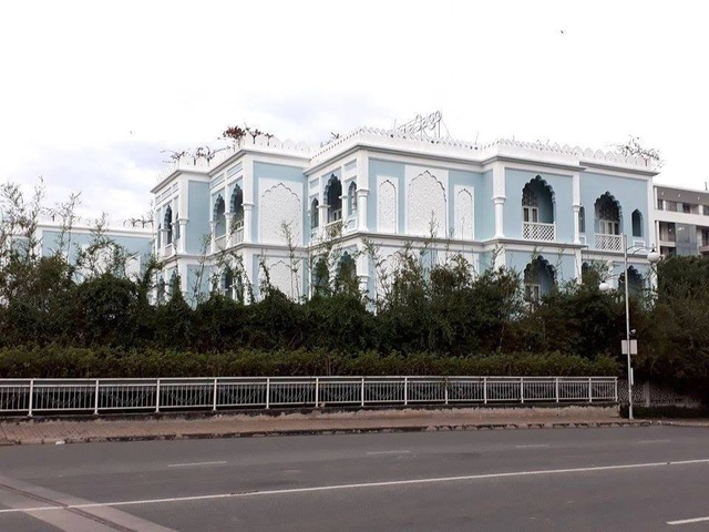 Chưa thoát án bán lụa Trung Quốc: Khaisilk âm thầm bán 2 lâu đài ngàn tỷ - Ảnh 2.