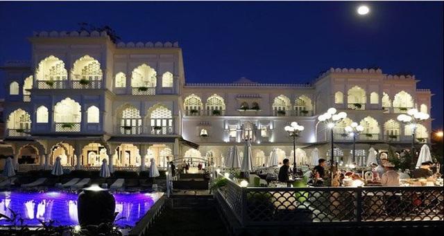 Tòa lâu đài trắng nổi tiếng của ông chủ Khaisilk đã đổi chủ.