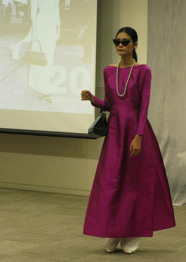 Quán quân Next top model Kim Dung trong bộ áo dài thập niên 60 do bà Trần Lệ Xuân sáng tác.
