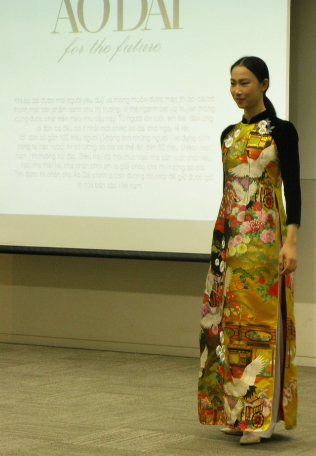 Người đẹp nhân ái Thủy tiên trong chiếc áo dài vải may Uchikake (loại vải may áo cuối của Nhật Bản).