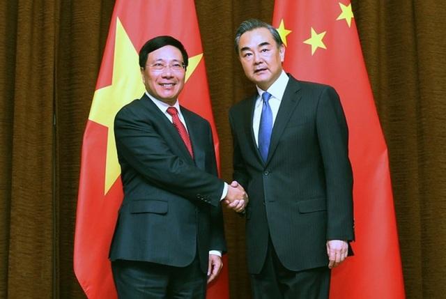 Phó Thủ tướng Phạm Bình Minh và Bộ trưởng Ngoại giao Trung Quốc Vương Nghị (ảnh: Báo quốc tế)