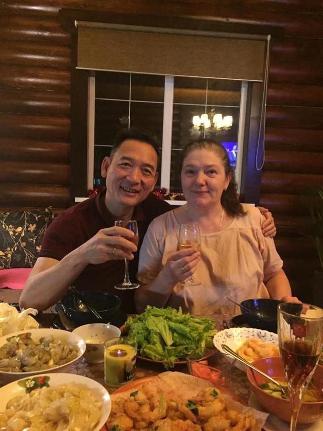 Bố mẹ của thủ thành Đặng Văn Lâm (Ảnh: Facebook)