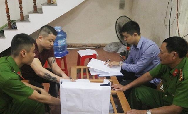 Công an TP Hà Tĩnh lấy lời khai đối tượng cầm đầu cơ sở tín dụng đen Nguyễn Duy Khôi để điều tra làm rõ.