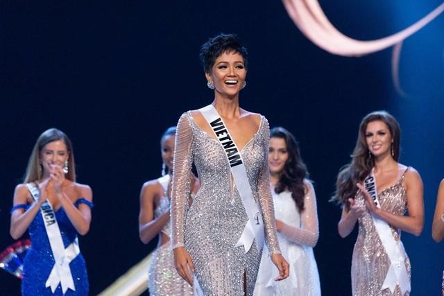 Lần đầu tiên, Việt Nam có đại diện lọt vào top 5 cuộc thi Hoa hậu hoàn vũ. Với thành tích này, HHen Niê trở thành đại diện xuất sắc nhất của Việt Nam trong các kỳ Hoa hậu hoàn vũ.