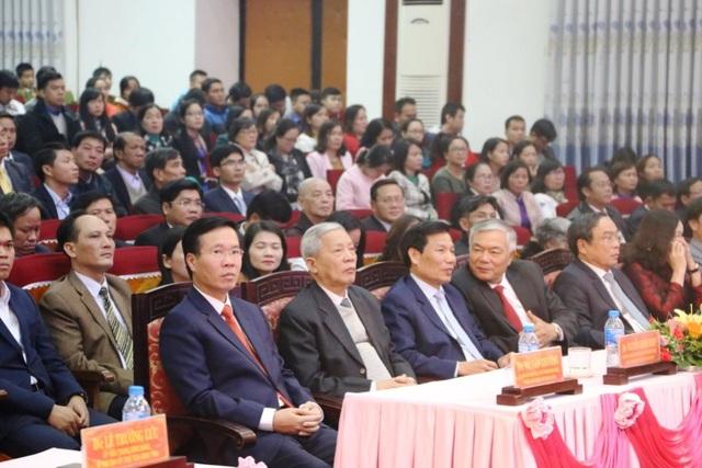 Ông Võ Văn Thưởng, Ủy viên Bộ Chính trị, Bí thư TƯ Đảng, Trưởng Ban Tuyên giáo TƯ (bên trái đầu tiên hàng đầu) tham dự lễ kỷ niệm 110 năm ngày sinh nhà cách mạng Nguyễn Chí Diểu