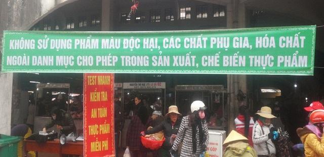 Điểm kiểm tra hàng hóa, thực phẩm tại chợ Đông Hà.