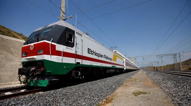 Các tuyến đường sắt của châu Phi do Trung Quốc cho vay vốn đầu tư đã và đang lỗ vốn và dính nhiều tai tiếng. (Nguồn: Construction Kenya)