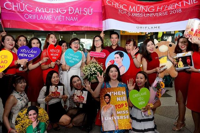 Trong số các đại diện Việt Nam tại cuộc thi Hoa hậu Hoàn vũ, H'hen Niê, cô gái người dân tộc Ê-đê là người có thành tích cao nhất và nổi bật nhất. Đến thời điểm hiện tại, tình cảm của khán giả trong nước và thế giới đều rất ưu ái Hen - đại diện nhan sắc Việt gây ấn tượng bởi sự chân thành và đáng mến.