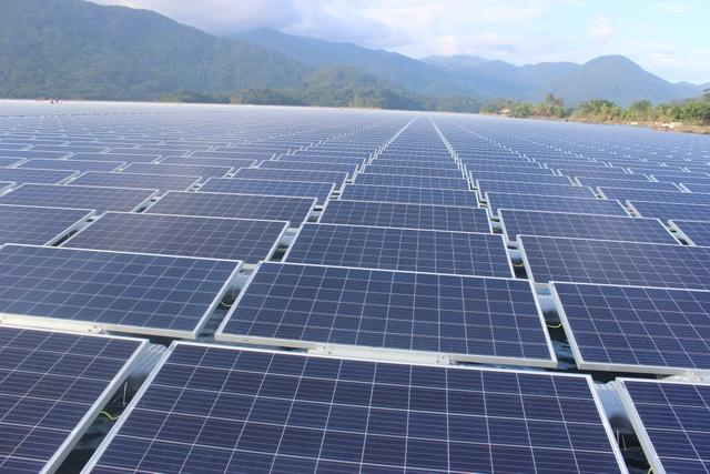Nhà máy Đa Mi là nhà máy điện mặt trời nổi đầu tiên và lớn nhất tại Việt Nam. (Ảnh: Thành Đạt)