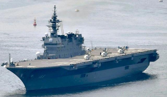 Tàu sân bay trực thăng Izumo của Hải quân Nhật sẽ được nâng cấp thành tàu sân bay để vận hành các máy bay chiến đấu tàng hình F-35 mua của Mỹ (Ảnh: AP)