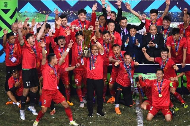 HLV Park Hang Seo giương cao chức vô địch AFF Cup 2018