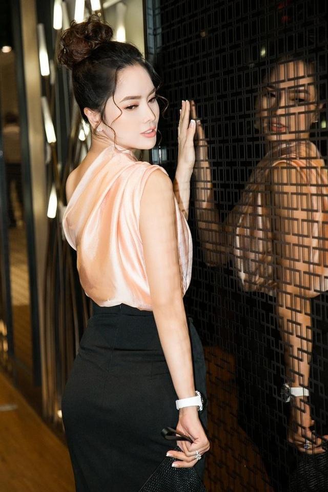 Ở độ tuổi 36, Đặng Thùy Giang vẫn giữ được vóc dáng và làn da đẹp khiến không ít người ngưỡng mộ
