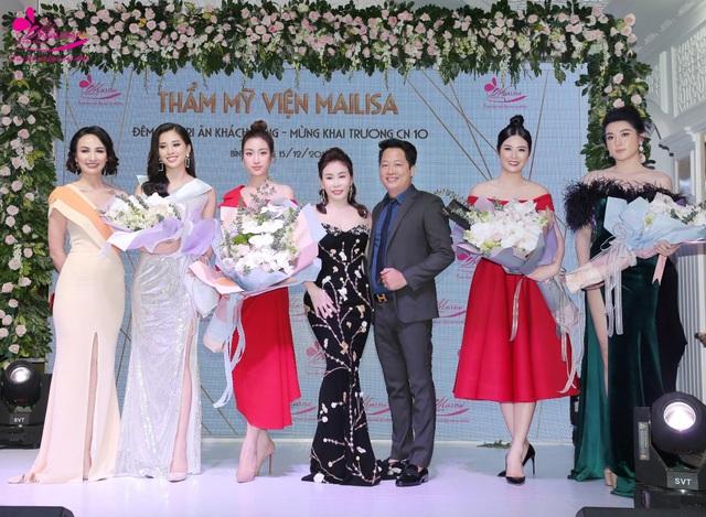 """Nữ doanh nhân xinh đẹp """"đọ dáng"""" cùng dàn Hoa hậu, Á hậu Việt Nam - 1"""