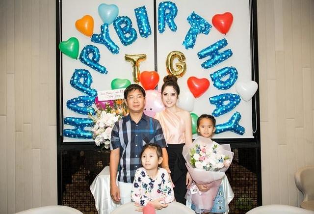 Ông xã và các con có mặt chúc mừng sinh nhật Á hậu Áo dài